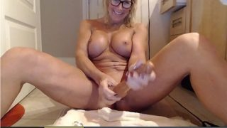 Cougar Milf Squirts Using Huge Dildo and juices
