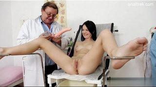 Fake Doctor Making Hot Babe Squirt With Pleasure