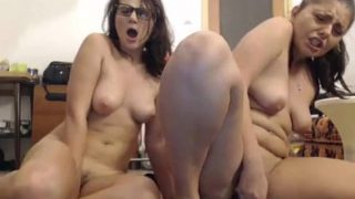 Amateur Lesbians Squirting On Camshow